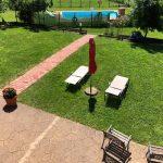 Vistas de la piscina y jardín del Hotel San Francisco Rural