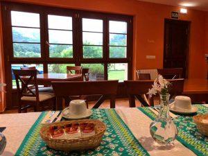 hotel ecologico desayuno en comedor