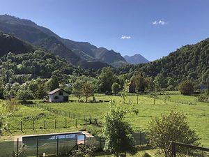 hotel vistas piscina y montaña